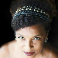 show beneficente da atriz e poetisa Elisa Lucinda pelos 20 anos do Teatro Jorge Amado