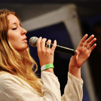 Aischa Schut e Blues Sessions se apresentam no Solar Music Festival